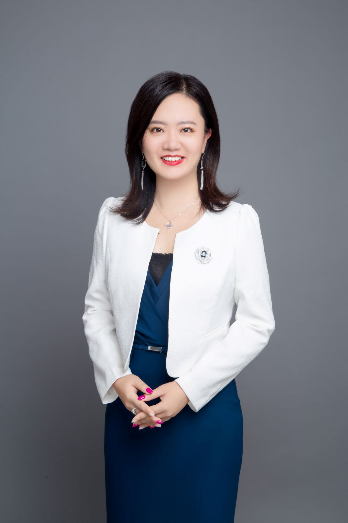 Juliet Zhou White Coat 90KB